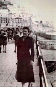 maminka na procházce Neapolí