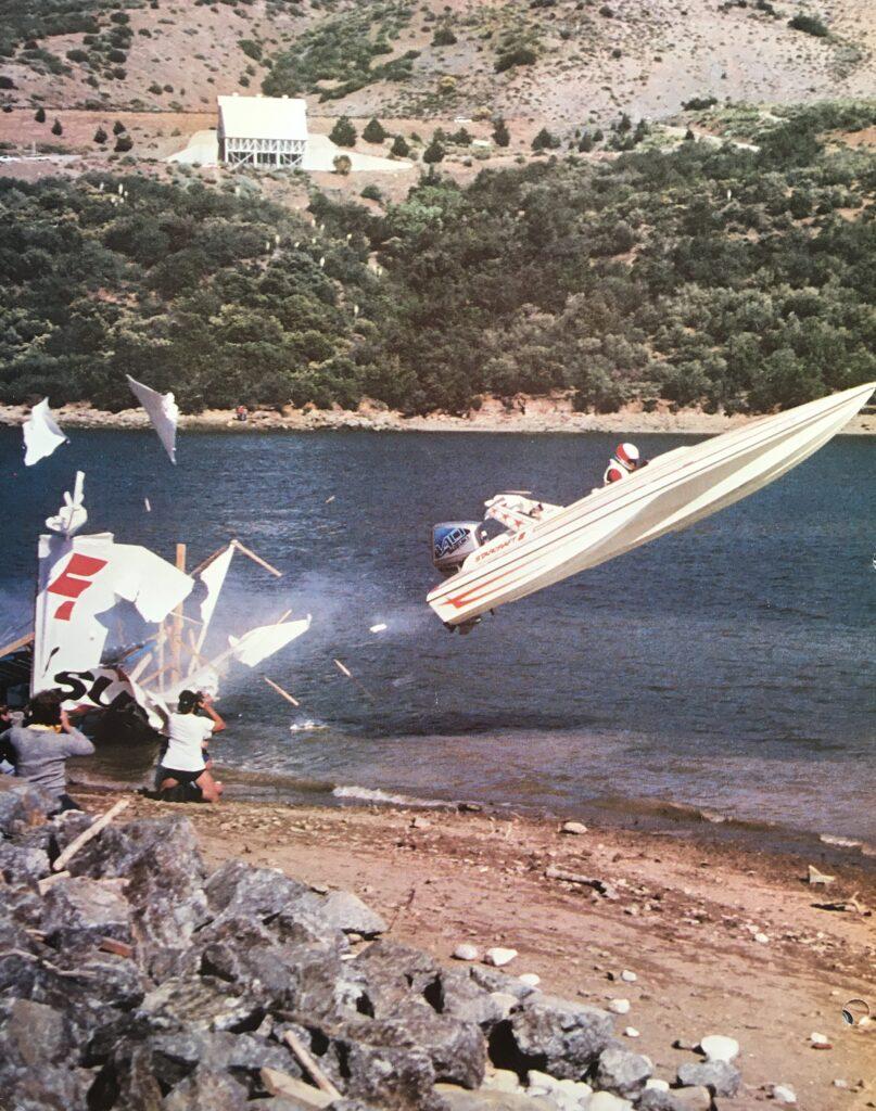 skok v motorovém člunu